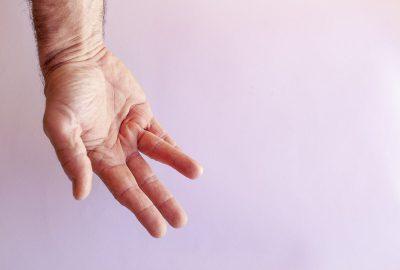 operacje palca zatrzaskujacego